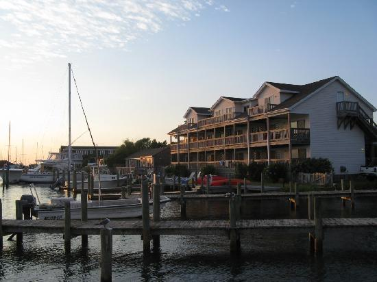 Captain's Landing Waterfront Hotel Suites: Captains Landing from the Jolly Roger
