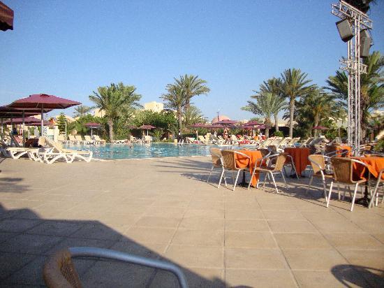 Aldiana Djerba Atlantide: piscine et terrase