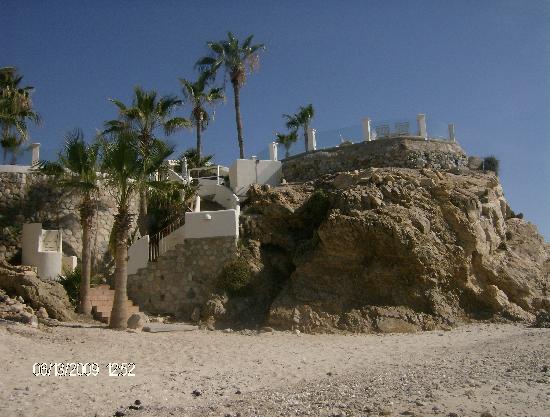 Punta Pescadero: vista de la playa al hotel