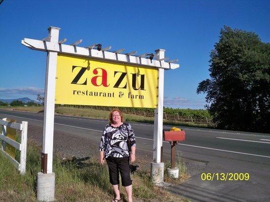 Sebastopol, Kalifornia: Sherri Outside of Zazu Restaurant