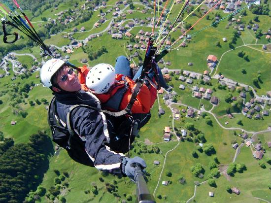 Sunstar Hotel Grindelwald: Para gliding over Grindelwald