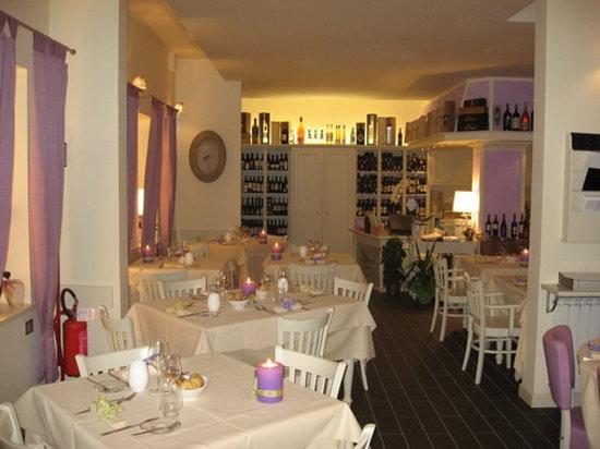 Chimera di bacco trieste restaurant reviews photos for Arredamento sala ristorante