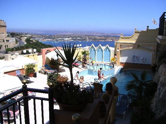 Pergola Hotel & Spa: Rooftop pool/bar area
