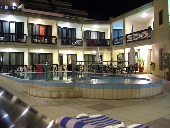 Pergola Hotel & Spa: Pool area