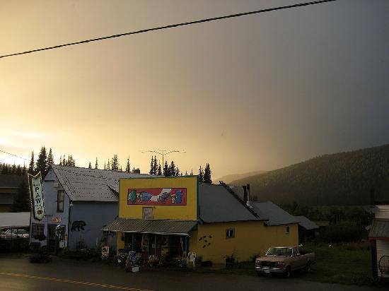 هبس موتل: Cafe across the road from the motel