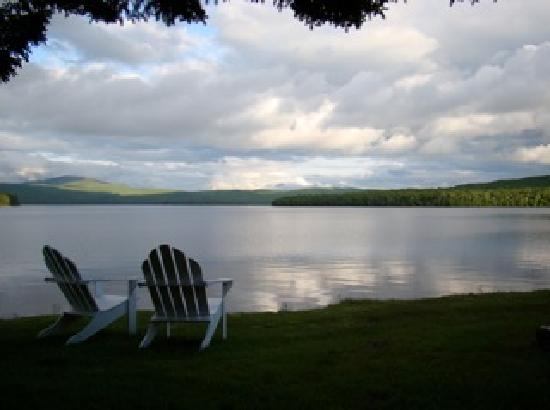 Pittsburg, NH: Right by the lake