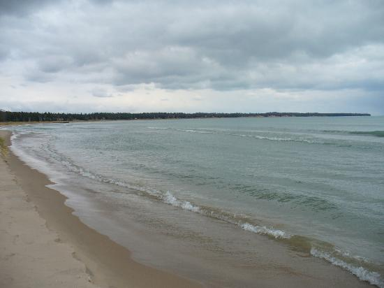 Glidden Lodge Beach Resort: Tide
