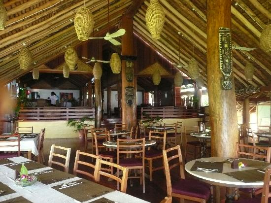 Kokopo Beach Bungalows: The dining room at the bungalows