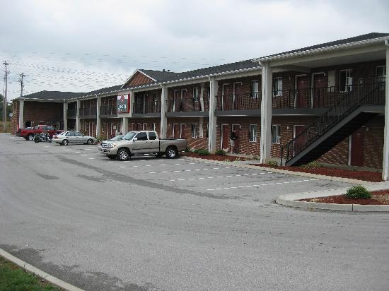 Luxbury Inn & Suites: side pic