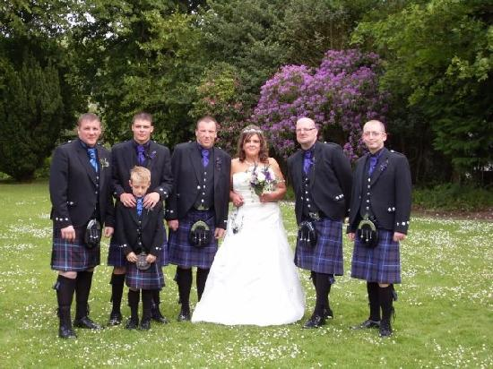 Maple Court Hotel: Myself and the kilties in the grounds of the hotel