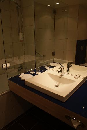 Park Inn by Radisson Krakow: Sink