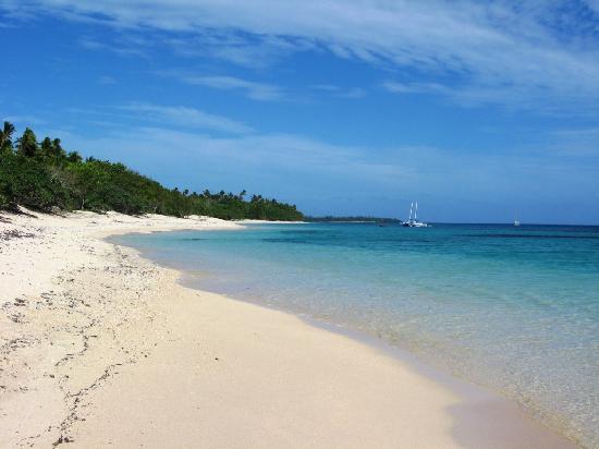 Matafonua Lodge: stunning beach metres away from resort