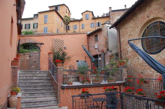 Hotel Alma Domus: Entrance