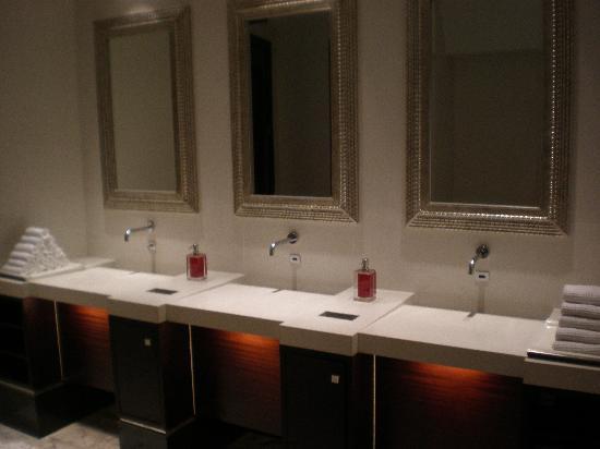 Renaissance Beijing Capital Hotel Lobby Bathroom