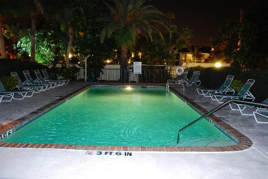Tropical Beach Resorts: The pool at night