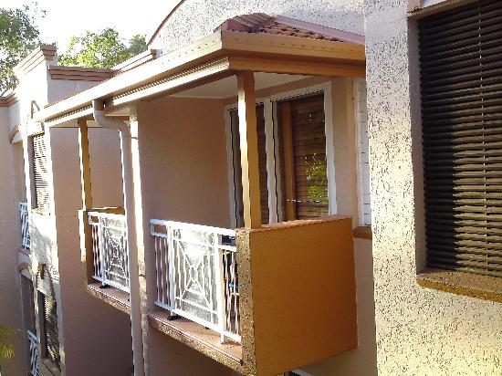 Alassio Palm Cove: Balcony to the third bedroom, viewed from our second balcony!