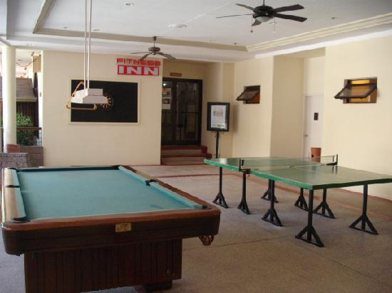 Games Area Picture Of Quest Hotel And Conference Center Clark - Quest pool table