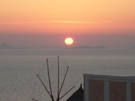 Evgenia Villas & Suites: The most beautiful sunset at Oia