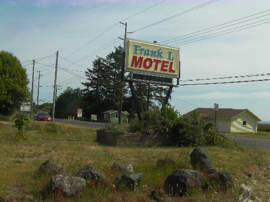 Frank L Motel : Bad landscaping around sign.
