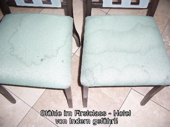 Comfort Inn & Suites: chairs in the breakfast room