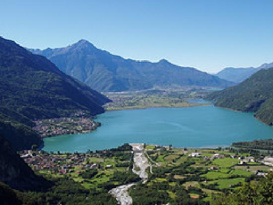 Chiavenna, إيطاليا: View of Lago di Mezzola