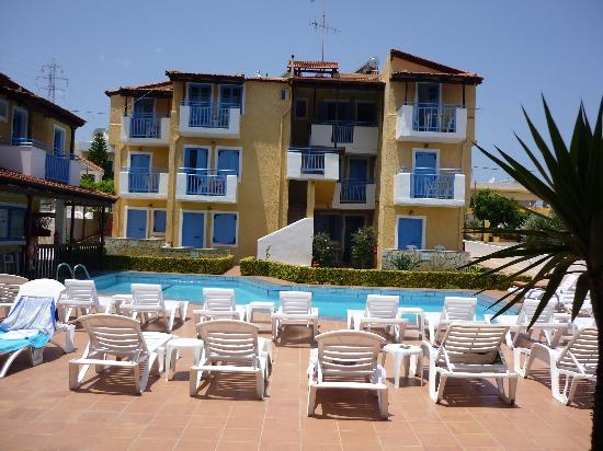 Mareva Apartments: Pool Area
