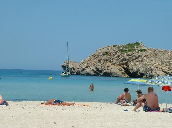Son Parc, Spain: beach only yards from hotel complex
