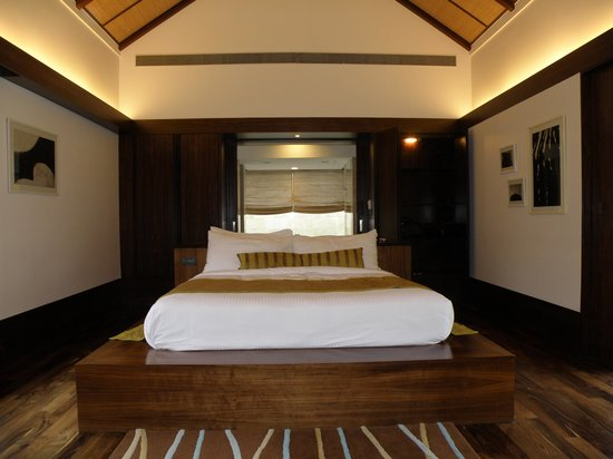 The Serai: The Estate Villa With a Large Bed