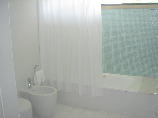 Dom Goncalo Hotel & Spa: Baño