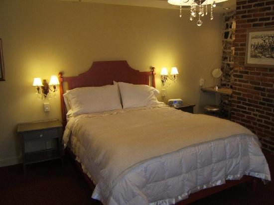 Auberge Place D'Armes: le lit