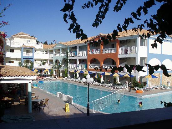 The beach picture of planos bay hotel planos tripadvisor for The balcony hotel zante