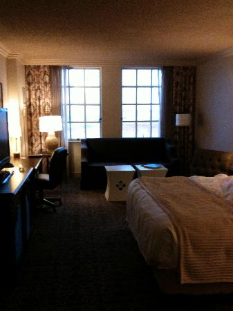 Hyatt Regency Coral Gables: Very big room with two closets, sofa, and flat screen.