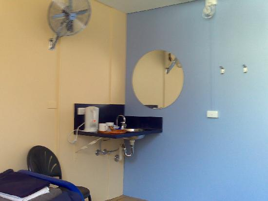 Glebe Point YHA: Facilities of a twin room: fan, coffee set, basin with hot water supply, mirror & heater (ceilin