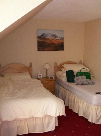Coire Glas Guest House: twin room made up for single occupancy