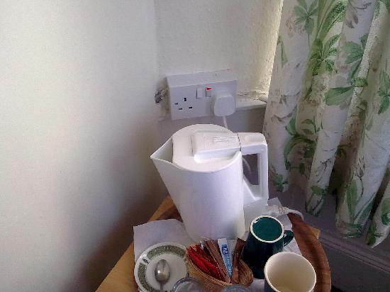 Rosslyn Hotel Falmouth: Socket did not instill confidence