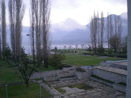 Centaur Lake View Hotel : Hill and Lake View, Centaur, Srinagar