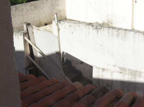 Hotel du Bois des Espiesses: patio area