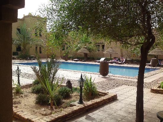 Kasbah Tizimi: lovely pool area