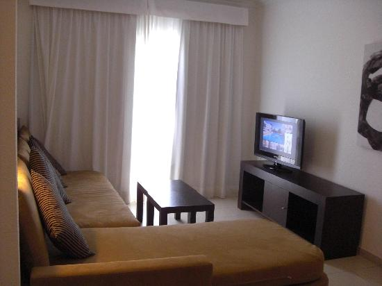 Prinsotel La Dorada: salon del apartamento