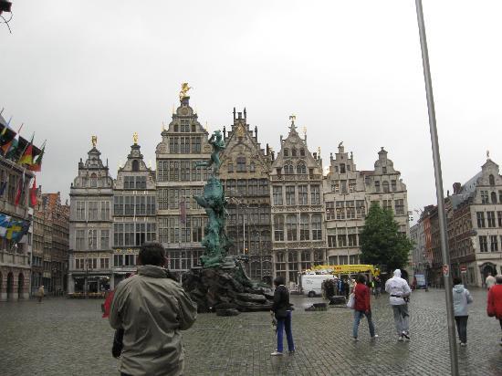 Grote Markt van Antwerpen: Guild buildings