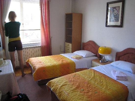 Tokin House: Room