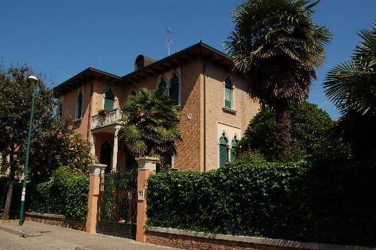 Villa Berghinz: Exterior