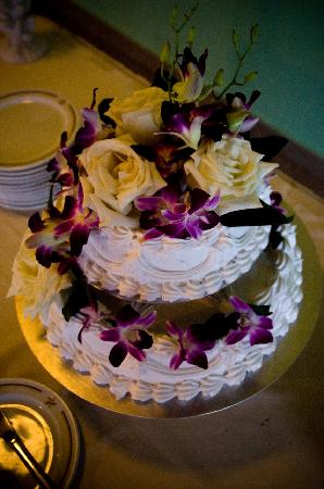 wedding cakes ottawa reviews our wedding cake chocolate with vanilla icing picture 25209