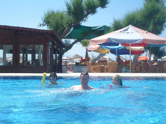 Gumbet Beach Resort: Fun in the nice pool