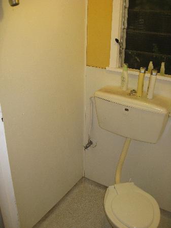 Paradiso Backpackers: shower/bathroom