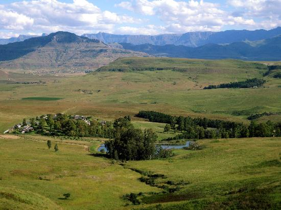 uKhahlamba-Drakensberg Park, South Africa: A view over the accommodation