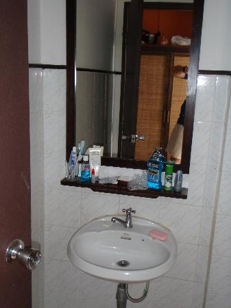 Western House Hotel: Clean function attached bathroom