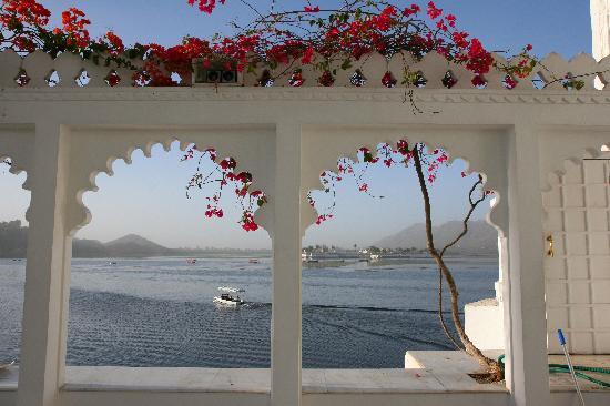 Taj Lake Palace Udaipur: Stunning view from the pool