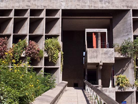 Ahmedabad, Indien: 繊維業者協会会館の外観。