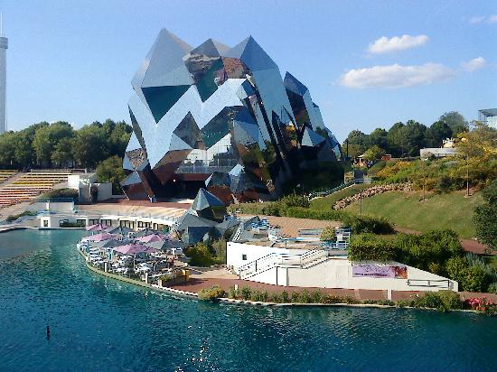Futuroscope : Futurescope attraction with Cristal restaurant in front